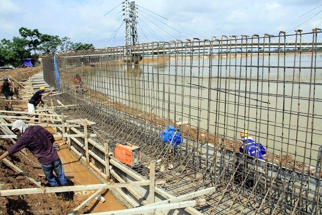 Hà Nội gấp rút hoàn thiện đê bê tông ngăn lũ sông Bùi đe dọa nội thành - 3