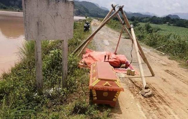 Phát hiện xác chết gần nhà máy thủy điện, nghi trôi về từ vùng lũ - 1