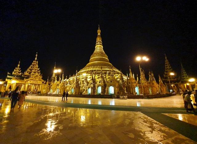 Độc đáo ngôi chùa dát 90 tấn vàng, gắn nghìn viên kim cương đắt giá ở Myanmar - 1