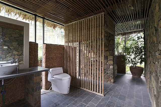 Căn nhà gỗ ở Hòa Bình dốc 30 độ duyên dáng bên hồ mê hoặc báo Tây - 6