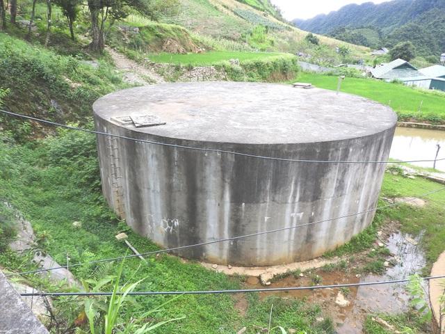 """Công trình nước sạch sản xuất đúng... một xô nước, dân chục năm """"chết khát""""! - 3"""