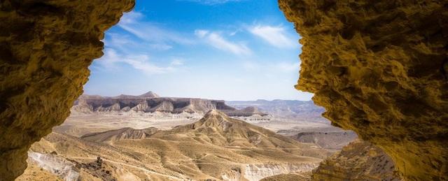 Tìm thấy hồ nước cổ đại bên dưới sa mạc khô nhất trên Trái Đất - 1