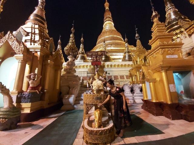 Độc đáo ngôi chùa dát 90 tấn vàng, gắn nghìn viên kim cương đắt giá ở Myanmar - 8