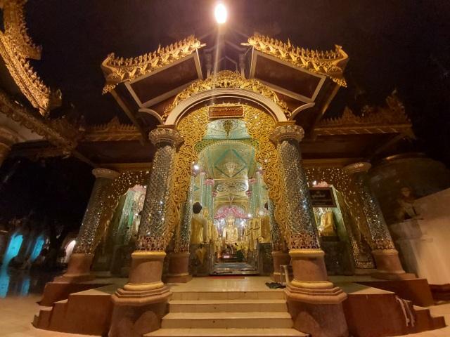 Độc đáo ngôi chùa dát 90 tấn vàng, gắn nghìn viên kim cương đắt giá ở Myanmar - 12