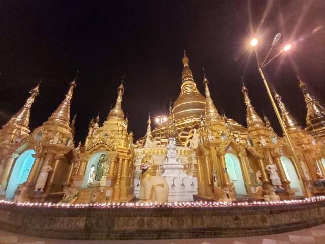 Độc đáo ngôi chùa dát 90 tấn vàng, gắn nghìn viên kim cương đắt giá ở Myanmar - 5