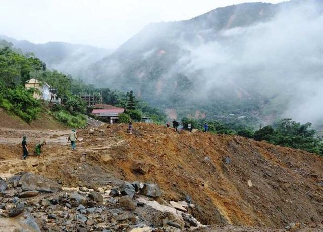 Nhiều tỉnh miền Trung hối hả chống bão - 16