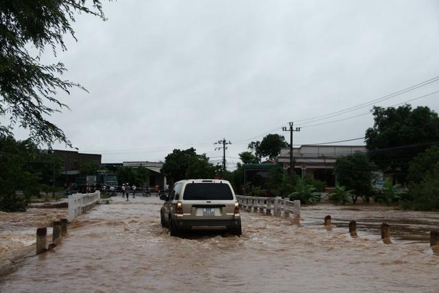 700 nhà dân bị ngập lụt do mưa lớn kéo dài - 1