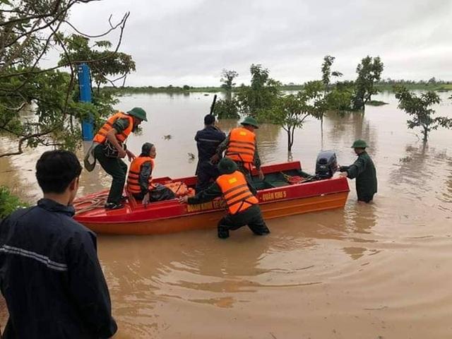 700 nhà dân bị ngập lụt do mưa lớn kéo dài - 5