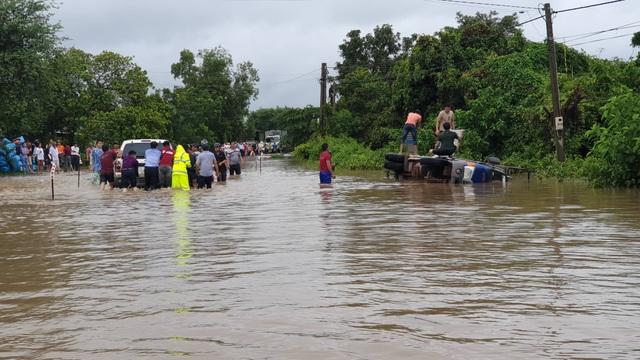 700 nhà dân bị ngập lụt do mưa lớn kéo dài - 4