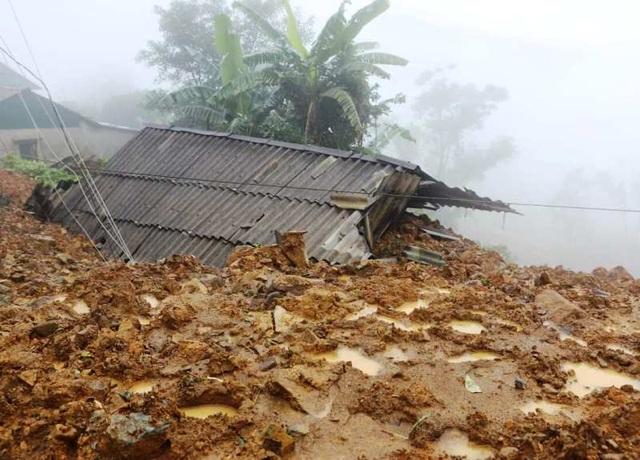 Nhiều tỉnh miền Trung hối hả chống bão - 15