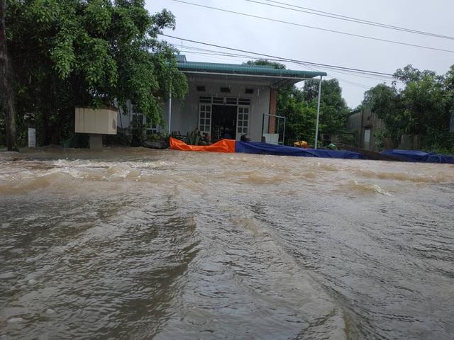 Đắk Lắk mênh mông nước ngập sau nhiều giờ mưa lớn - 2