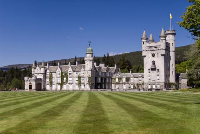 Bên trong Lâu đài Balmoral trị giá 115 triệu bảng nơi Nữ hoàng Anh dành kỳ nghỉ hè của mình - 1