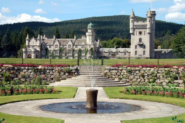 Bên trong Lâu đài Balmoral trị giá 115 triệu bảng nơi Nữ hoàng Anh dành kỳ nghỉ hè của mình - 6
