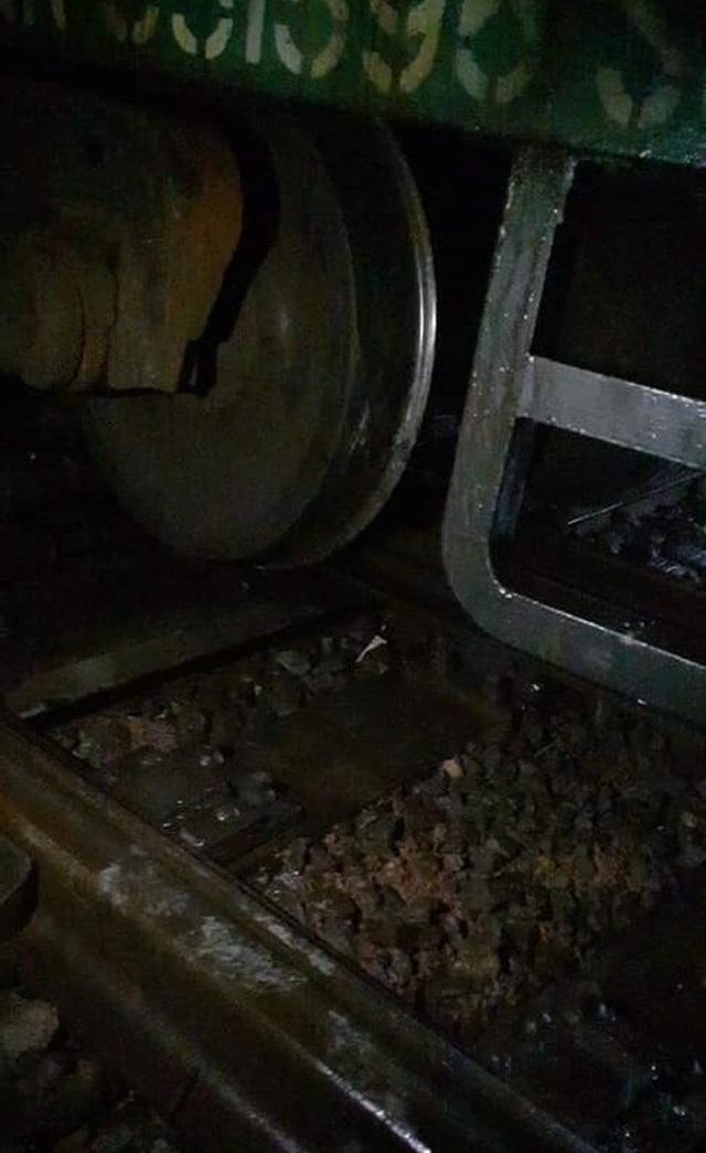 Tàu hỏa trật bánh, đường sắt Bắc - Nam tê liệt - 1