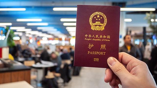 Philippines đóng dấu có bản đồ Biển Đông lên hộ chiếu khách Trung Quốc nhập cảnh - 1