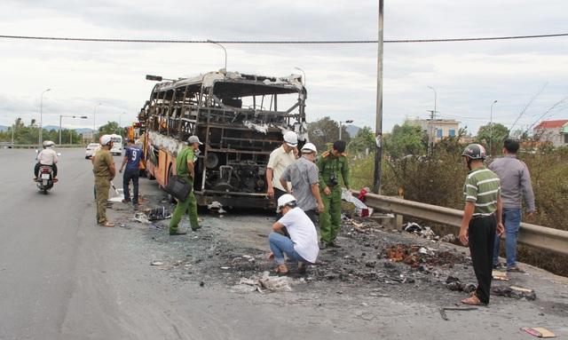 Xe khách cháy trơ khung, 40 hành khách được sơ tán kịp thời - 5
