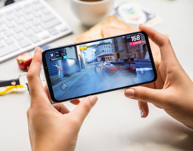 Vingroup ra mắt dòng điện thoại VSMART thế hệ 2 - 4