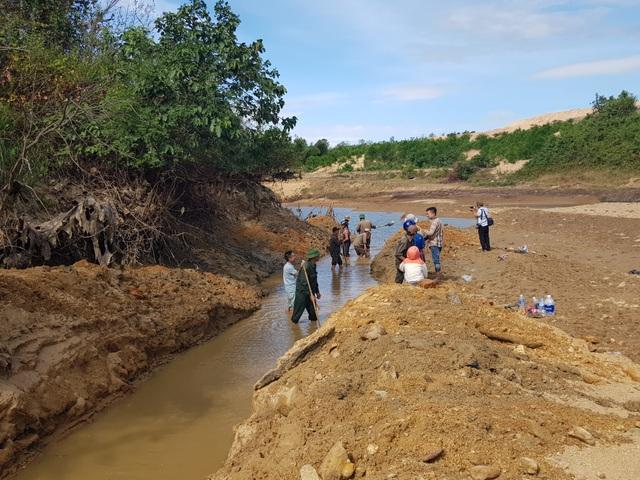 Sông ngòi cạn khô, hàng trăm công nhân đào kênh tìm nước - 3