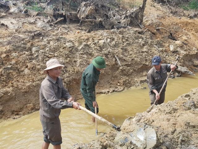Sông ngòi cạn khô, hàng trăm công nhân đào kênh tìm nước - 6