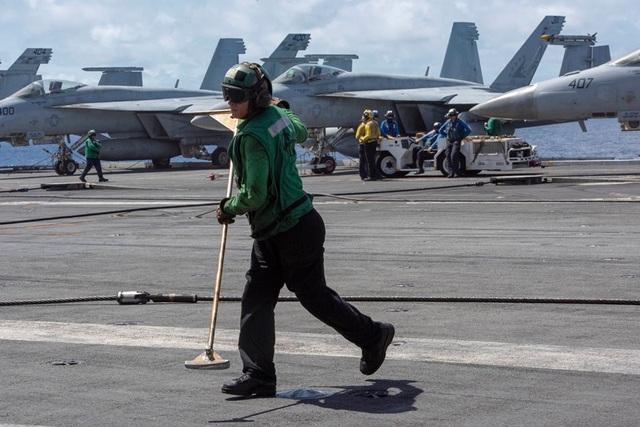 Chiến đấu cơ diễn tập trên tàu sân bay Mỹ ở Biển Đông - 3
