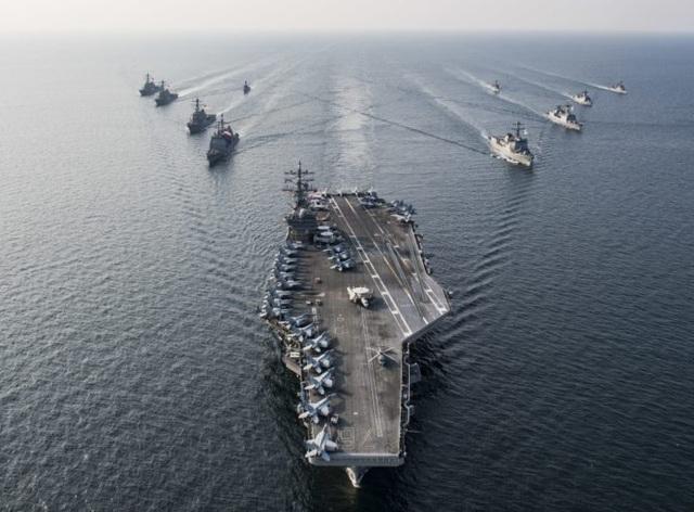 Chiến đấu cơ diễn tập trên tàu sân bay Mỹ ở Biển Đông - 1