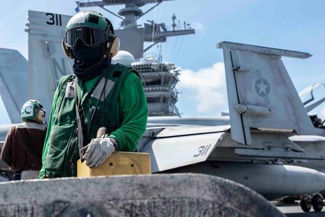 Chiến đấu cơ diễn tập trên tàu sân bay Mỹ ở Biển Đông - 8