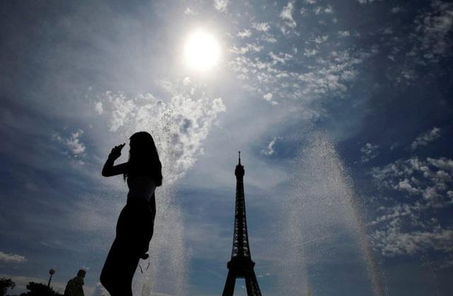 Pháp: Hơn 700 đàn ông bị phạt vì chọc gái trên phố - 2