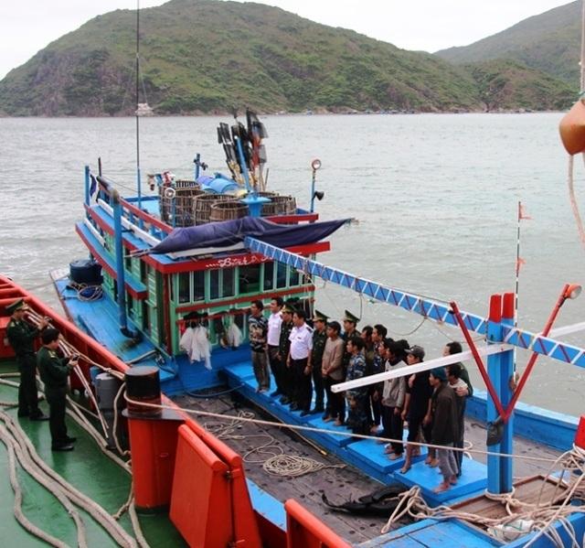 Tàu cá ngư dân Bình Định liên tiếp gặp nạn, 1 thuyền viên mất tích - 1