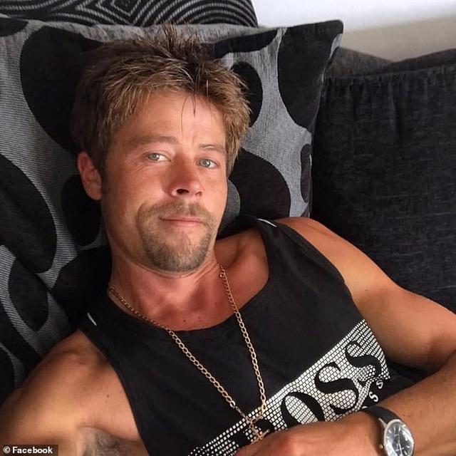 Người đàn ông than bất hạnh vì diện mạo quá giống Brad Pitt - 1