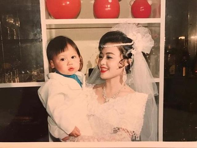 """Đám cưới đại gia thập niên 90: Cô dâu thay 4 bộ váy, rước dâu bằng dàn """"siêu xe"""" - 10"""