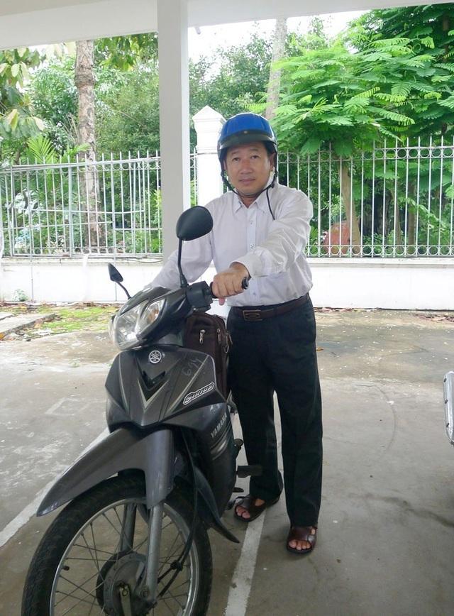 Bí thư, Chủ tịch Đồng Tháp chia sẻ lý do tự đi xe máy đến nơi làm việc - 2