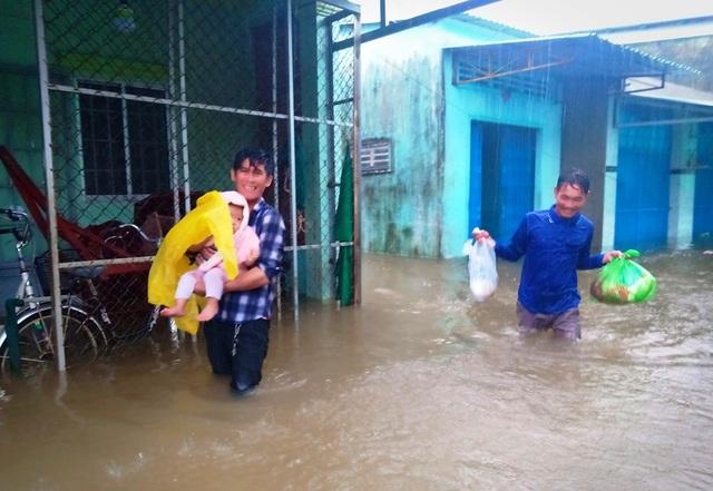 Hàng trăm hộ dân trên đảo Phú Quốc chìm trong biển nước khắc khoải chờ cứu trợ - 2