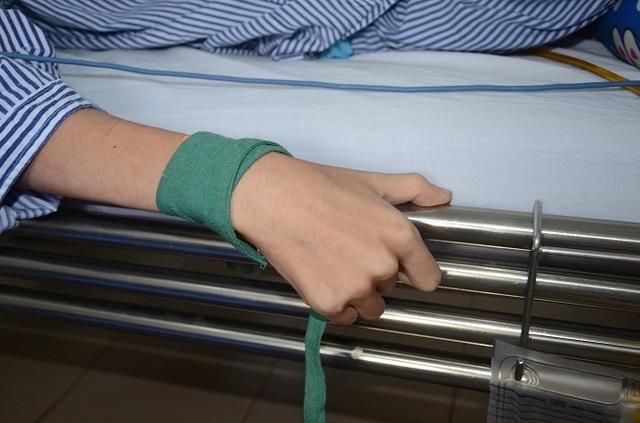 Bác sĩ cảm động trước tấm lòng hảo tâm của bạn đọc Dân trí dành tặng bệnh nhân hơn 52 triệu đồng - 7