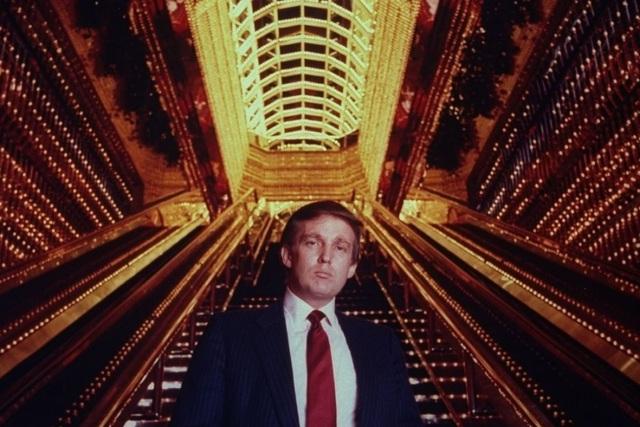 Donald Trump ở trung tâm Trump Tower, vào năm 1984.