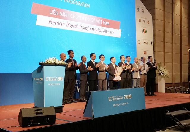 """Phó Thủ tướng: """"Việt Nam cần thực hiện chuyển đổi số với tâm thế của một quốc gia còn kém so với thế giới"""" - 3"""