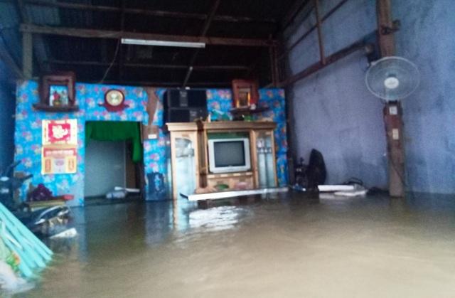 Hàng trăm hộ dân trên đảo Phú Quốc chìm trong biển nước khắc khoải chờ cứu trợ - 3