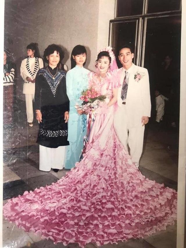 """Đám cưới đại gia thập niên 90: Cô dâu thay 4 bộ váy, rước dâu bằng dàn """"siêu xe"""" - 2"""
