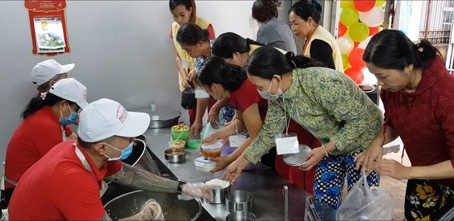 Những bữa cơm không đồng ấm lòng bệnh nhân nghèo - 1