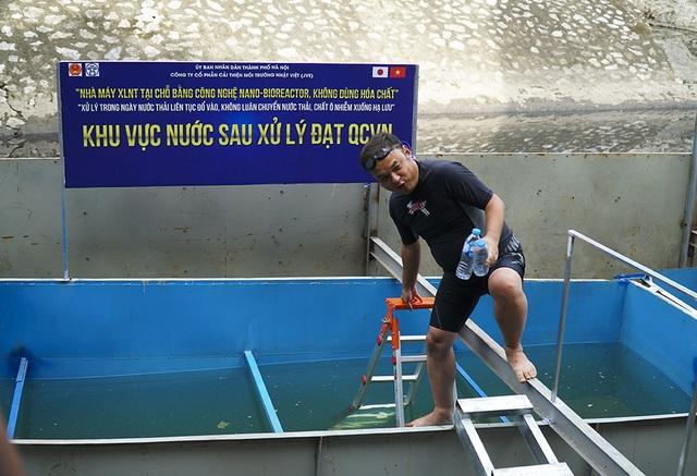 Xem chuyên gia Nhật Bản rửa mặt, tắm bằng nước sông Tô Lịch - 1