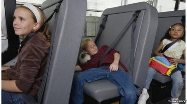 Đây là cách các nước trên thế giới phát hiện học sinh ngủ quên trên xe bus - 1