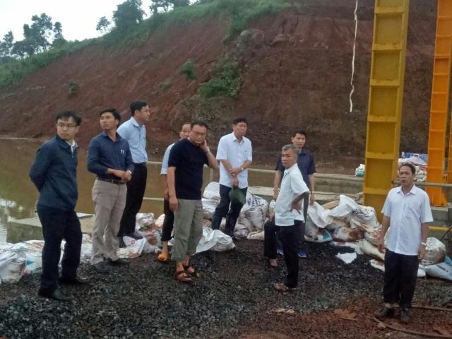 Di dời khẩn cấp hàng trăm hộ dân vì nguy cơ vỡ đập hồ thủy điện - 1