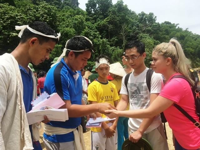 Trưởng ban Tổ chức Trung ương thăm hỏi, chỉ đạo khắc phục hậu quả mưa lũ - 14