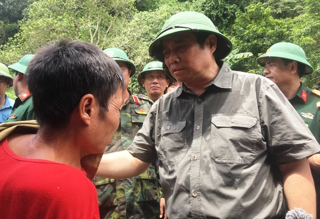 Trưởng ban Tổ chức Trung ương thăm hỏi, chỉ đạo khắc phục hậu quả mưa lũ - 7