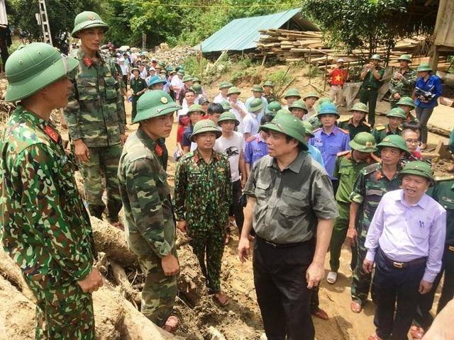 Trưởng ban Tổ chức Trung ương thăm hỏi, chỉ đạo khắc phục hậu quả mưa lũ - 11