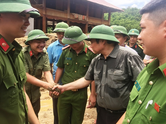 Trưởng ban Tổ chức Trung ương thăm hỏi, chỉ đạo khắc phục hậu quả mưa lũ - 10