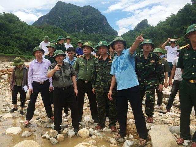 Trưởng ban Tổ chức Trung ương thăm hỏi, chỉ đạo khắc phục hậu quả mưa lũ - 12