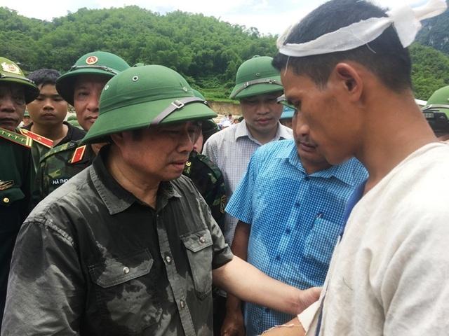 Trưởng ban Tổ chức Trung ương thăm hỏi, chỉ đạo khắc phục hậu quả mưa lũ - 8