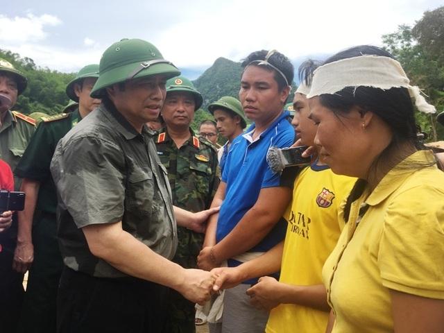 Trưởng ban Tổ chức Trung ương thăm hỏi, chỉ đạo khắc phục hậu quả mưa lũ - 6