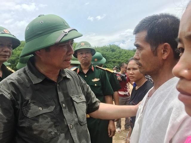 Trưởng ban Tổ chức Trung ương thăm hỏi, chỉ đạo khắc phục hậu quả mưa lũ - 13