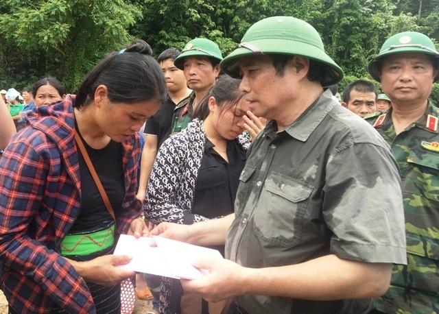 Trưởng ban Tổ chức Trung ương thăm hỏi, chỉ đạo khắc phục hậu quả mưa lũ - 9